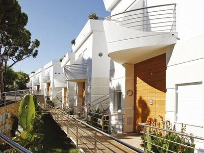 Photo for Modern three bedroom apartment. Walk to the beach. T125