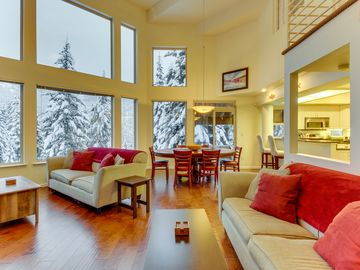 Spacious ski house moments from slopes with private hot tub and gorgeous views!