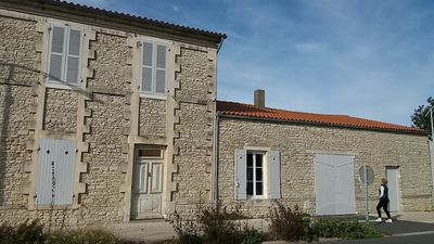 Photo for Beautiful Charentaise house in the heart of the village of St Georges d'Oleron