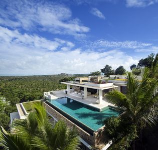 Photo for Luxury 5 Bedroom with a private cinema and large infinity pool