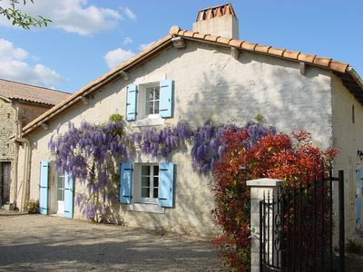 Photo for 2 bedroom cottage close to Niort with indoor pool