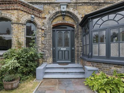 Photo for Detached House, Stylish And Eclectic With A Laid Back Style. Enclosed Garden
