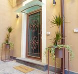 Spacious flat in an ideal location for Catania's sightsand travel