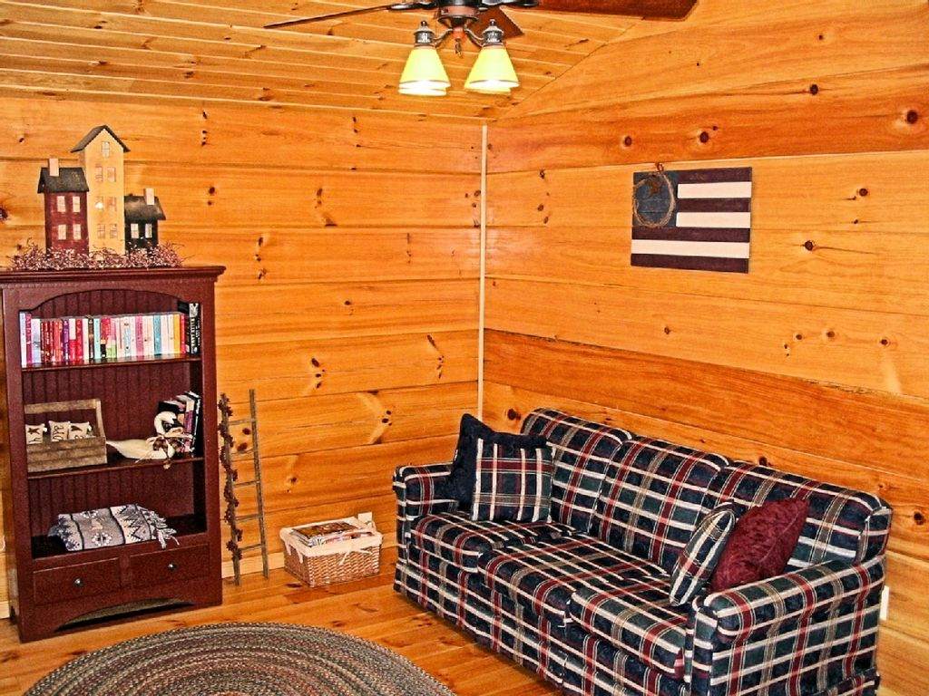 Free night offer romantic log cabin luray shenandoah for Log cabin with hot tub one night stay