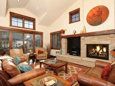 Photo for *Beautiful* 4Br Townhome w/ Private Hot tub! Kids Ski Free!