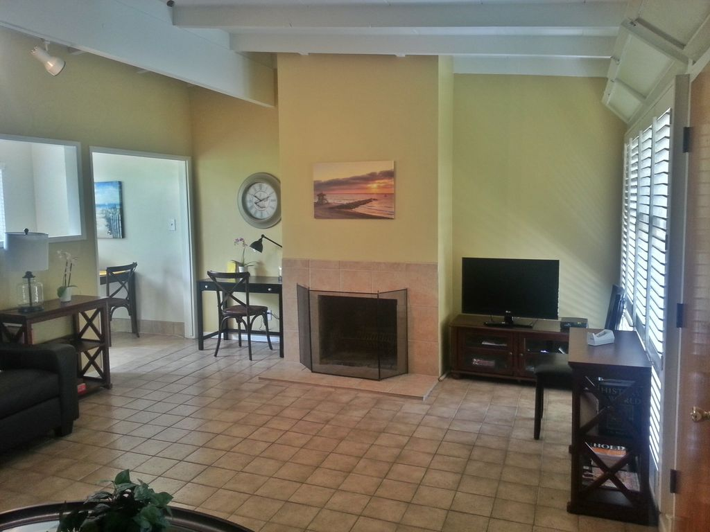 Cozy monthly rental at the beach perfect for transition for Monthly rental los angeles