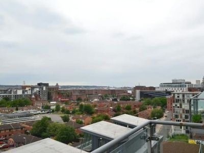 Photo for Bright modern City apartment w super view & parking