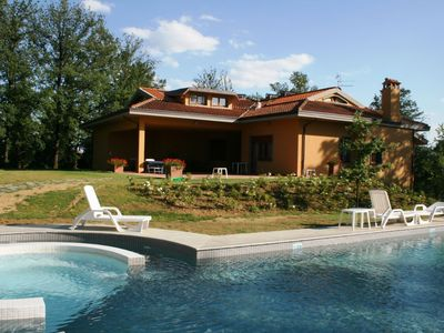 Photo for Beautiful Tuscany holiday home at Monte San Savino with large pool, satellite TV, billiards, 12 + 2