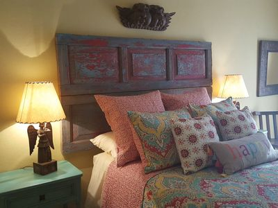 Garden level bedroom with Queen size COMFY bed, with access to stunning gardens!