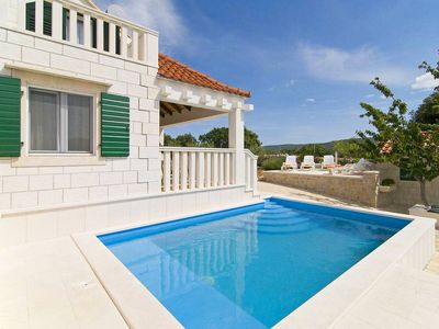 Photo for This 1-bedroom villa for up to 5 guests is located in Pucisca and has a private swimming pool, air-c