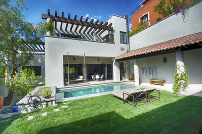 courtyard with garden and pool