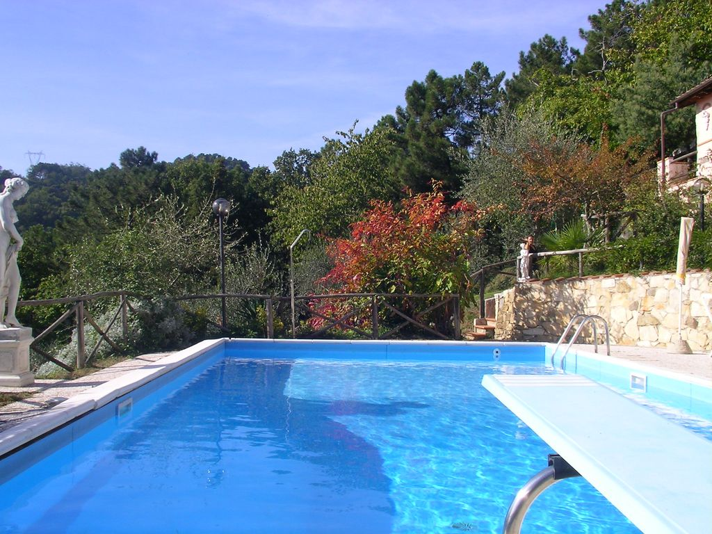 Panoramique villa de colline avec piscine priv e toscane for Prix piscine 5x10