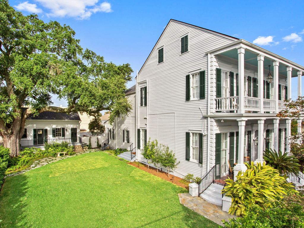 Historic 1880s Plantation Style Mansion W Private Yard And