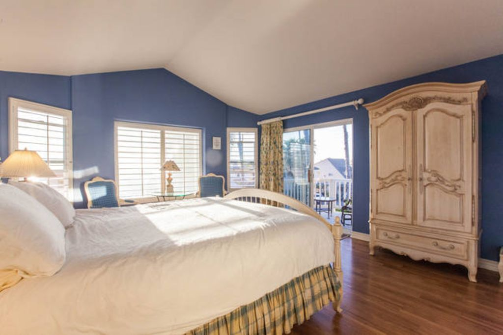 SALE!! SPRING SPECIAL, A LITTLE PIECE OF HEAVEN AT THIS AMAZING BEACH HOUSE