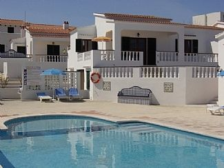 Photo for 3 Bedroom Bungalow With Large Pool, close to amenites and the beach. Free WIFI