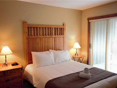 Photo for Cozy ski in/ski out with kitchen, wifi, outdoor hot tub and pool, located beneath the Elk chair: 311