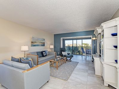 Photo for DazzIing Bayside –4th fl by lagoon free wi-fi, central ac, beach access.