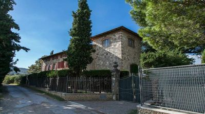 Photo for Villa in Siena countryside with pool and park view Val di Chiana