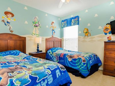 Photo for Amazing 6 Bed Themed Villa, Conservation Pool & Spa 3 Miles Disney