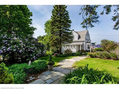 Classic Maine beach bungalow w/ocean views from 4+ rooms in house  patio, garden