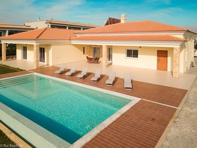 Photo for Amazing villa with private pool and A/C in Albufeira