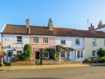 Photo for Ivy Cottage - A lovely holiday home close to Aldeburgh beach