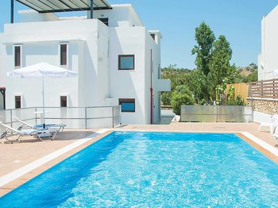 Photo for 5 bedroom Villa, sleeps 10 in Lárdos with Pool, Air Con and WiFi