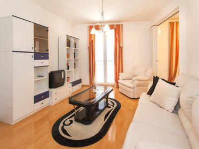 Photo for Comfortable 3 bedrooms apartment with balcony , best traveller's choice