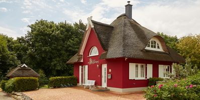 Photo for Romantic thatched cottage by the sea 11 km of snow-white sandy beach in Glowe