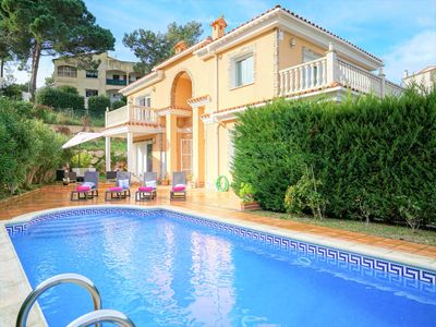 Photo for Spectacular house for 17 pax, private pool and wifi