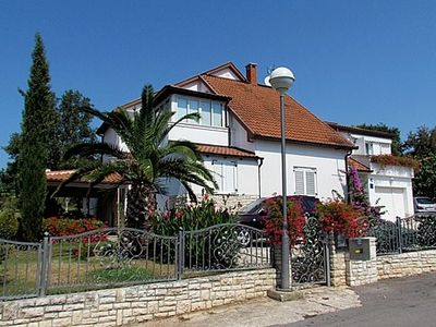 Photo for 1BR Apartment Vacation Rental in Pješ?ana Uvala, Istrien