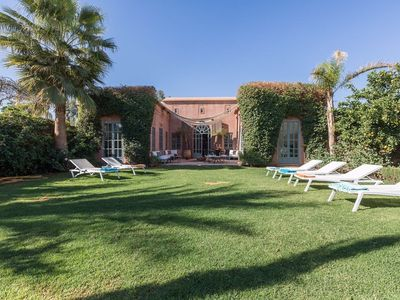 Luxurious Villa exclusively in Marrakech with peaceful swimming pool not overlooked