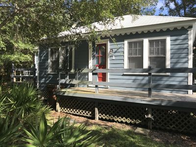 Friendship Cottages, (Pelican) 3 blocks from the Pass Christian Beach