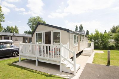 Stunning holiday home to hire with decking at Haven Hopton