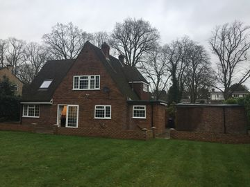 Beautifully presented 5 bedroom house in the heart of Virginia Water