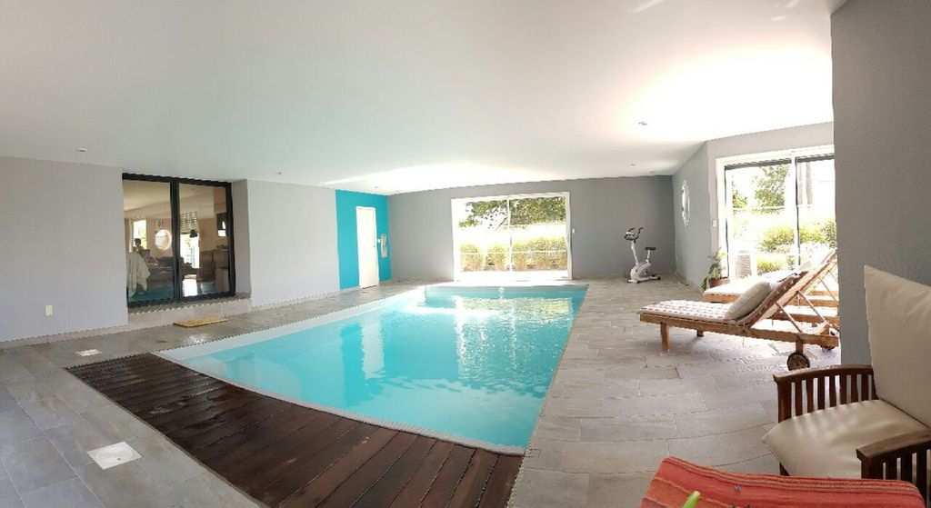 Property Image#10 Villa With Indoor Heated Swimming Pool, Near The Sea, In