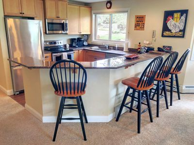 FV23: Convenience, comfort, and style in the heart of Bretton Woods, next to Golf Course! Wifi ,cable, free shuttle to skiing and hotel! AC! PROFESSIONALLY MANAGED!