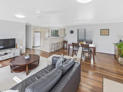 Photo for Moffat Beach House 3 Minute Walk: cafes, brewery, park, beach, pool, a/c, pets!