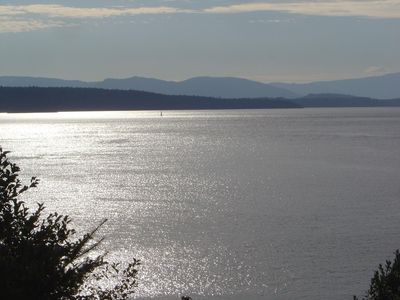 Photo for Deluxe Mayne Island Waterfront Cottage