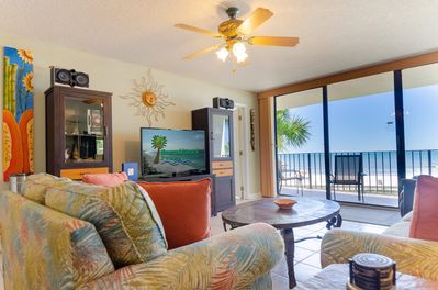 The great room has beautiful tropical decor with a queen sleeper sofa.  The sleeper has an upgraded gel mattress for extra comfort!  The large screen TV & man-sized leather recliner make this a great place to relax.
