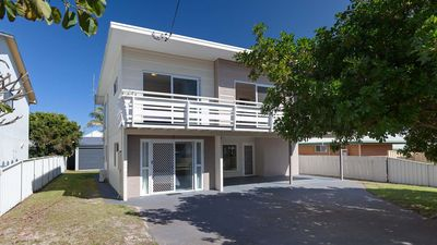 Photo for SeaHaven, 2 Richardson Ave - Large home with Aircon, Smart TV, WIFI, Netflix & Boat Parking