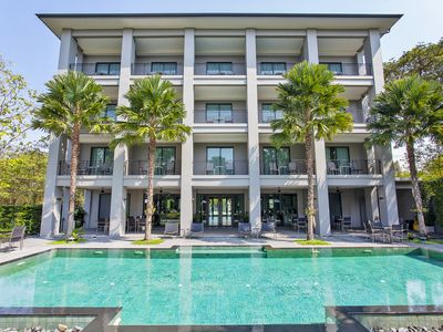 Photo for ⭐Palm Springs Resort 12BR with Pool 1km to Beach