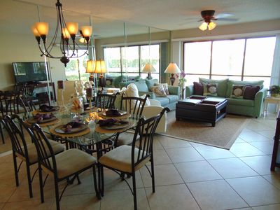 Mirrored Dining Living Room, Samsung Flat Screen, overlooking Lake and 1st Hole