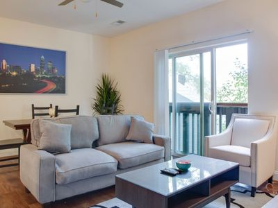 Photo for TRENDY 2B APT IN PLAZA MIDWOOD