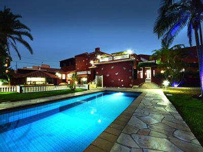 Photo for Luxury villa with heated pool and Jacuzzi, 6 - 10 guests