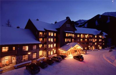 Photo for Spacious ski-in/ski-out 1-bedroom condo