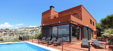 Photo for Villa with spectacular sea views and private pool 3 km beach in Sitges