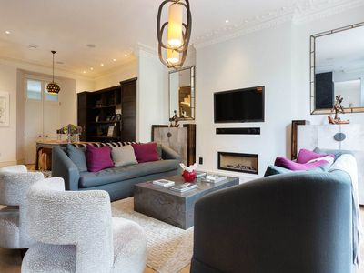 Photo for Lavish 4 bed 3 bath house in amazing Notting Hill (Veeve)