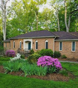 Photo for Great for families, groups & corp teams! Private wooded backyard / ample parking