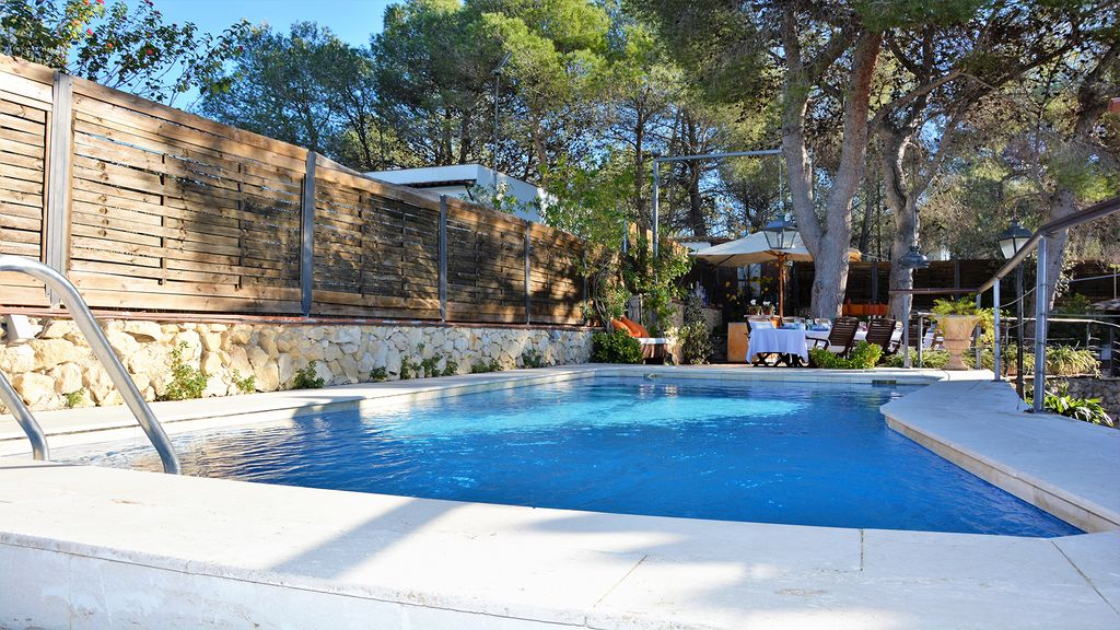 Villas verde sitges con exteriores ideales chill out bar for Piscina sitges